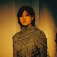 LA拠点のアーティストHana VuがGhostly Internationalと契約しDay Waveを共同プロデューサーに迎えてリリースするニュー・アルバム『Public Storage』の日本盤リリースが決定。先行サード・シングル「Keeper」がリリース&ミュージック・ビデオが公開。